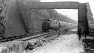 Train travelling along the Dawlish line