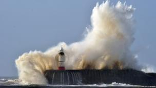 Waves hit Newhaven lighthouse
