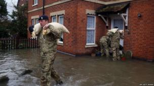 Soldiers deliver sand bags