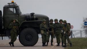Armed men on the road to airport near Sevastopol, Crimea (28 Feb)