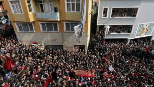 Crowds join the funeral cortege in Ankara (12 March 2014)
