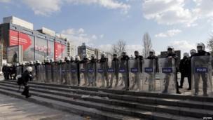 Riot police in Ankara (12 March 2014)