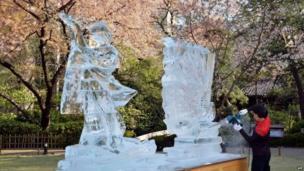 Yoshihito Kosaka carves ice sculptures in Tokyo