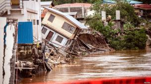 Houses can be seen falling into the Mataniko River as a result of severe flooding near the capital Honiara in the Solomon Islands in this picture released by World Vision on 6 April, 2014