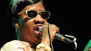 Malian musician Mariam performs in Abidjan on 6 April 2014