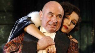 Bob Hoskins and Kristin Scott Thomas in As You Desire Me