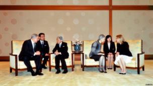 Israeli Prime Minister Benjamin Netanyahu (left) talks with Japan's Emperor Akihito (third from left), while Mr Netanyahu's wife Sara (right) talks with Empress Michiko (third from right)