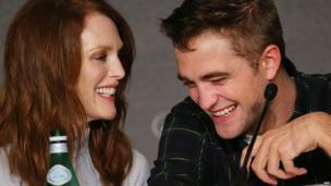 Julianne Moore and Robert Pattinson (19 May 2014)