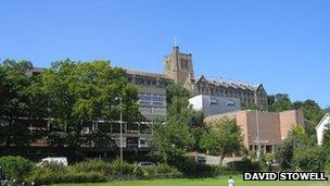 Bangor University deal creates new college in China - BBC News