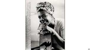 Maya Angelou with her book on 1971