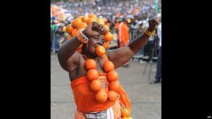 Cord supporter dress in oranges, Nairobi, Kenya - Saturday 31 May 2014