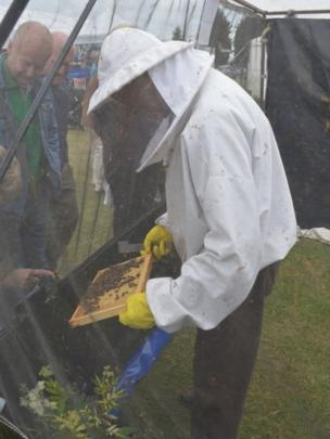 Lincolnshire Bee Keepers' Association demonstration