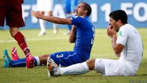 Uruguay's Luis Suarez (right) and Italy's Giorgio Chiellini