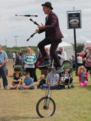 Elfic the juggler. Pic: Andrew Segal