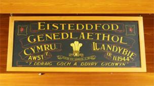 Roedd yna gyngerdd rhyngwladol yn Eisteddfod Llandybie. Mae hi'n bosib mai o hwnnw y daeth y syniad i sefydlu Eisteddfod Ryngwladol Llangollen