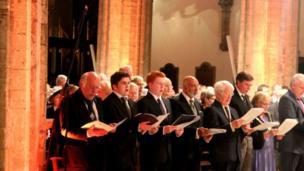 Roedd y gwahoddedigion yn cynnwys Prif Weinidog Cymru, Carwyn Jones