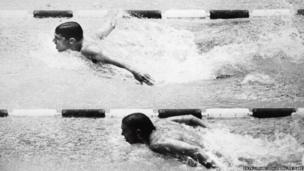 Martyn Woodroffe yn ennill medal arian yn y ras 200m dull pili-pala yng Ngemau Olympaidd Mecsico, 1968 // Martyn Woodroffe won a silver medal in the 1968 Mexico Olympic Games in the 200m butterfly race