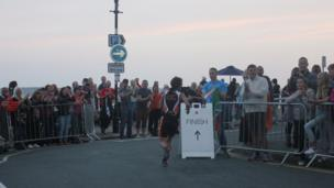 Mae'r llinell gorffen mewn golwg! // There is light at the end of the triathlon!