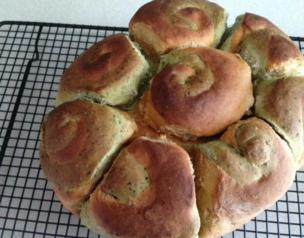 Jessica's pesto sundried tomato tear and share bread