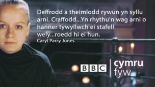 """Deffrodd a theimlodd rywun yn syllu arni .Craffodd...Yn rhythu'n wag arni o hanner tywyllwch ei stafell wely...roedd hi ei hun."""""""