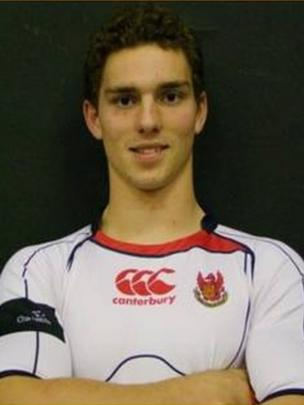 George North yn ei ddyddiau yng Ngholeg Llanymddyfri / George North as a student at Llandovery College where he played in the back row!