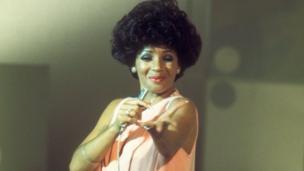 Shirley Bassey: 'sdim angen dweud mwy! // Shirley Bassey, enough said!