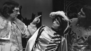 1975 Afagddu: J O Jones fel Morda, Valmai Jones fel Llew Capie ac Iestyn Garlick fel Afagddu
