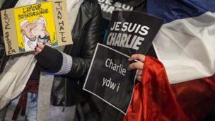 Je suis Charlie: Gwylnos Caerdydd
