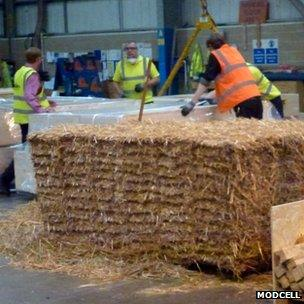 Prefabricating straw bale walls (c) Modcell
