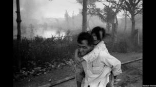 Dianc yn ystod brwydr Saigon // Escaping during the battle for Saigon. 1968