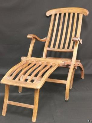 Deckchair from the Atlantic & Titanic deckchair sells for £85000 at auction - BBC News