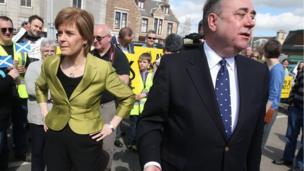 Nicola Sturgeon and Alex Salmond campaigning in Inverurie