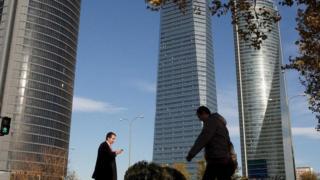كيف تواجه إسبانيا مشكلة ساعات العمل الإضافية غير مدفوعة الأجر؟