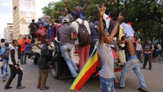 Житель Зимбабве ликуют