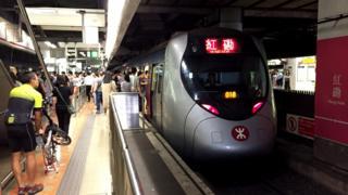停靠于港铁红磡站的一列西铁线列车(BBC News中文图片9/8/2018)
