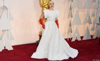 Леди Гага в платье от Алайи на той же церемонии в 2015 году