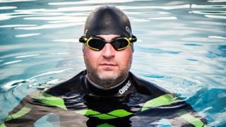 صورة بن هوبر وهو يسبح