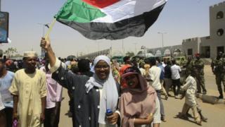 수단에서 '문민정부' 수립을 외치는 시위대
