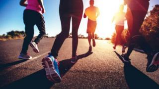 การวิ่งเหยาะ 30 นาที 3 ครั้งต่อสัปดาห์ เป็นวิธีลดน้ำหนักที่ได้ผลมากที่สุดสำหรับคนอ้วนง่ายเพราะพันธุกรรม