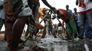 Health official dey advise people make dem no drink water wey dey contaminated.