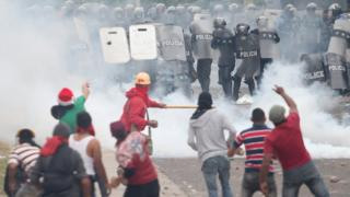 Supporters of presidential candidate Salvador Nasralla clash with riot police as they wait for official presidential election results in Tegucigalpa, Honduras, 30 November 2017