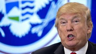 """Madaxweyne Trump ayaa sheegay inuu isagu yahay """"qofka loo socdo"""""""
