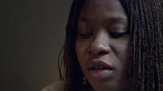 Kiki Mordi, victime de harcèlement à l'université et journaliste.