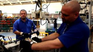 Ford fabrikasında işçiler