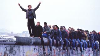 How crowds toppled communism's house of cards in 1989