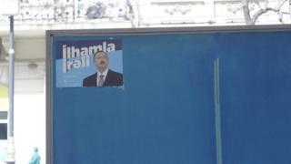 Предвыборный плакат действующего президента.