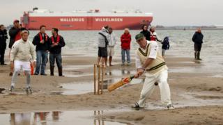 Крикет в проливе