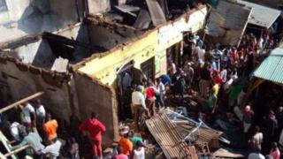 Polisi nchini Kenya wanasema watu wawili wameuawa baada ya moto kuzuka kwenye klabu ya burudani nje ya mji wa Kisumu .