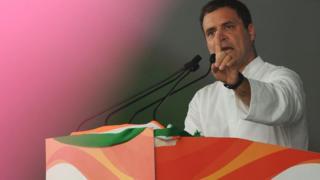राहुल गांधी जनाक्रोश रैली में बोलते हुए