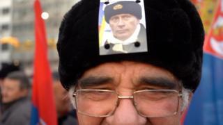 Путина в Белграде встречали более 100 тысяч человек.